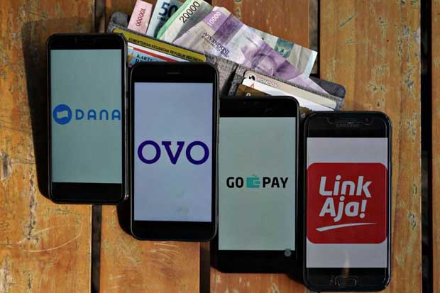 Indonesia plans fixed fees for e-wallet transactions 14