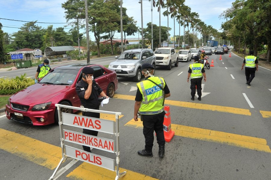 Malaysian police setting up roadblocks during the movement control order (MCO) period. News Asia Today