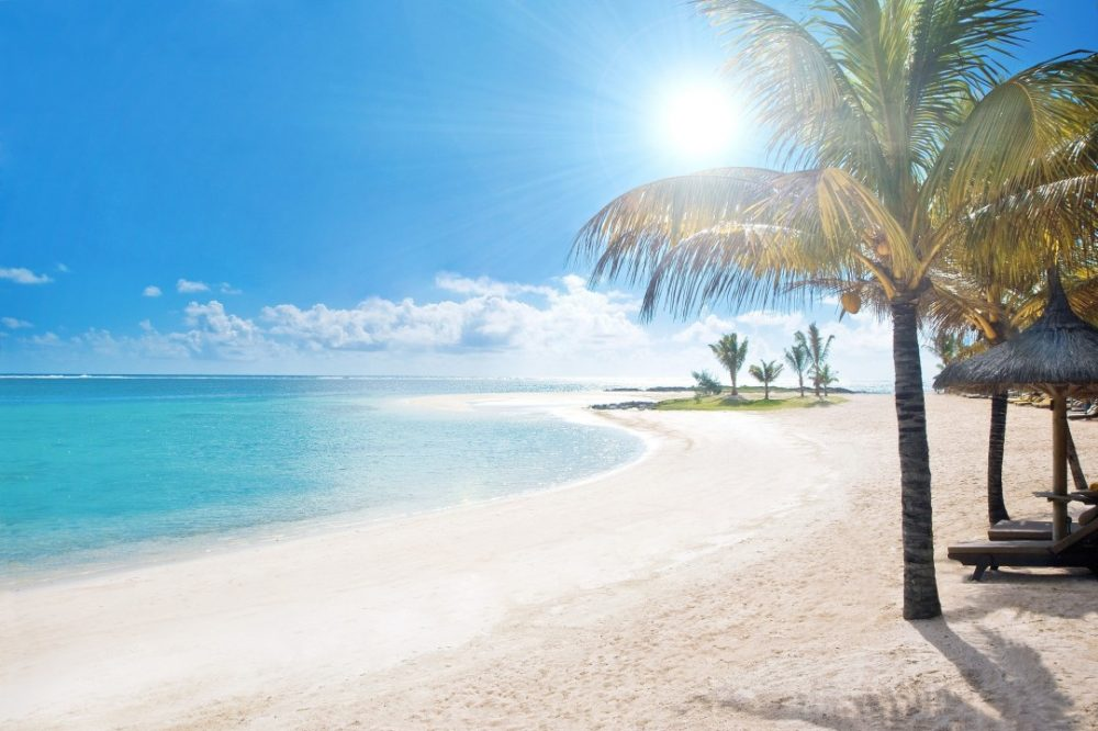 Meet the 3 must-visit beaches around the world. 66