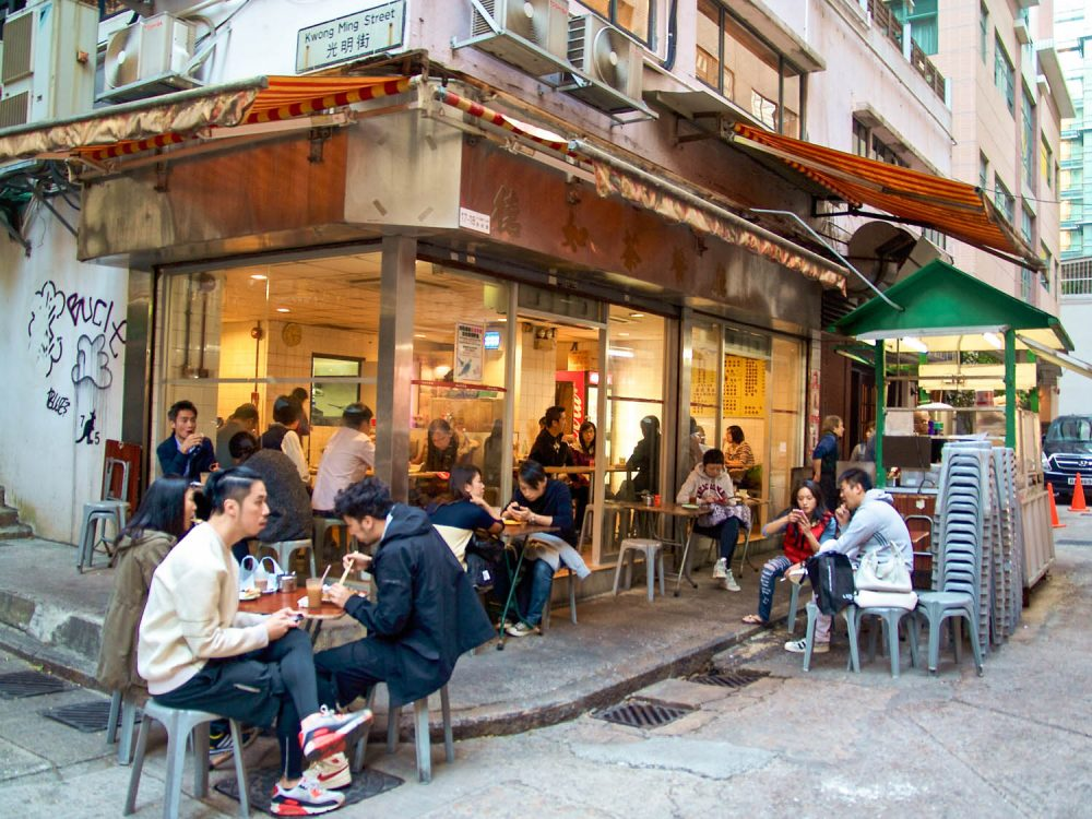 Hong Kong dining out banned