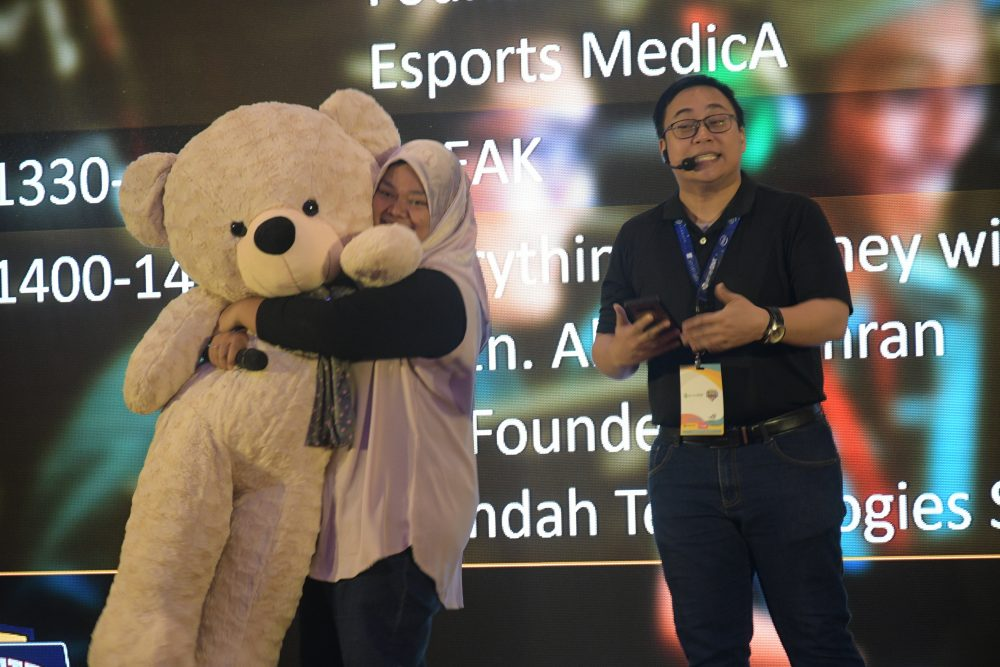 Malaysia's Largest Gamers Gathering coming in Dec; over RM200k of giveaways. 65