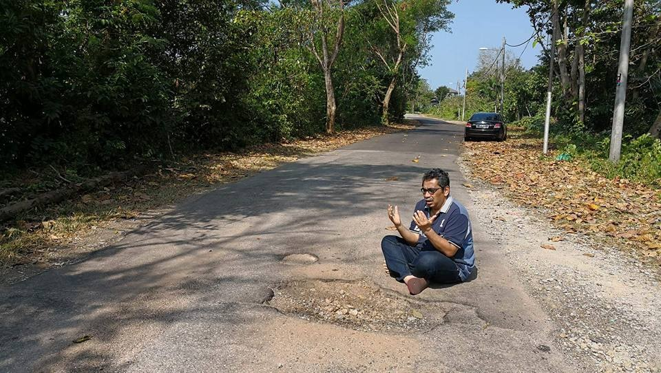 Malaysians are getting creative in creating memes to protest about potholes 64