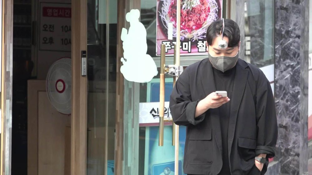 """Korean student creates """"Third Eye"""" for phone addicts to stay away from danger 62"""