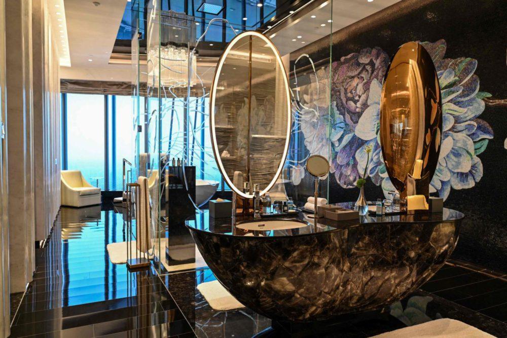 J Hotel opens in Shanghai; 632-metre world's highest luxury hotel 69
