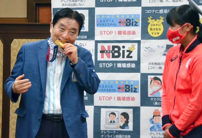 Miu Goto's Olympic gold medal bitten by local mayor; will get a replacement medal 74